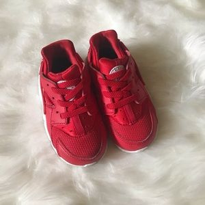 BABY INFANT RED NIKE HUARACHES